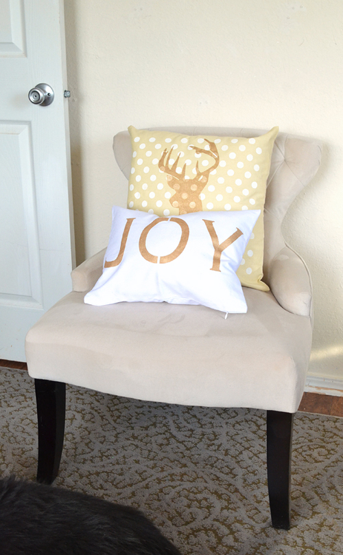 013-joy-stenciled-pillows-dreamalittlebigger