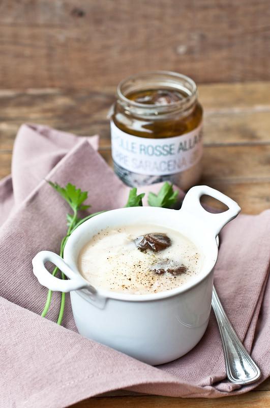 Zuppa di fagioli con provola e cipolle arrosto