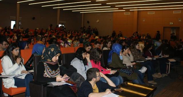 Değerlerin Erozyonu ve Tüketim Harcamaları Konferansı gerçekleştirildi. 2