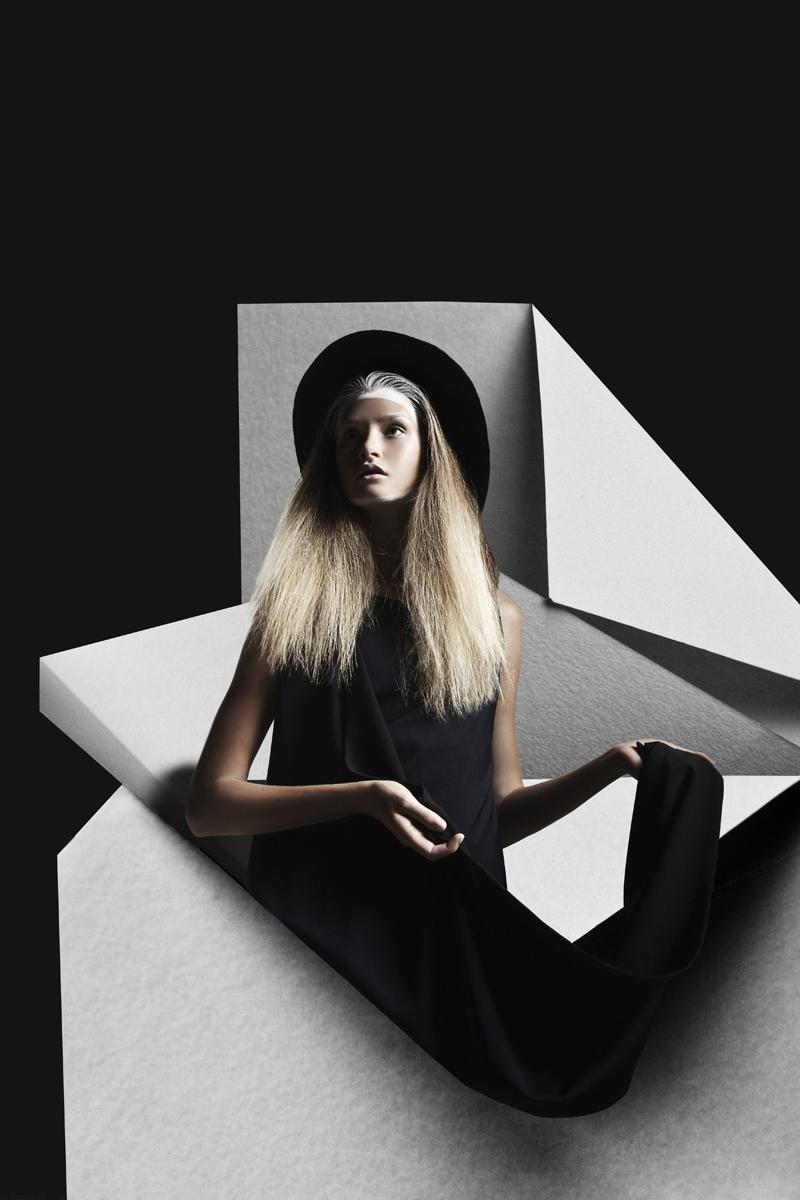 mikkoputtonen_fashionphotographer_london_schönmagazine_surreal_editorial_pauliinavesterinen_heidimarika_anneflink_johanna_paparazzi4