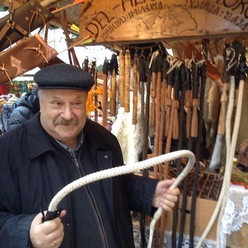 Абрамыч приценивается к плеткам ( в свете домостроя, его достал наш шоппинг) #будапешт