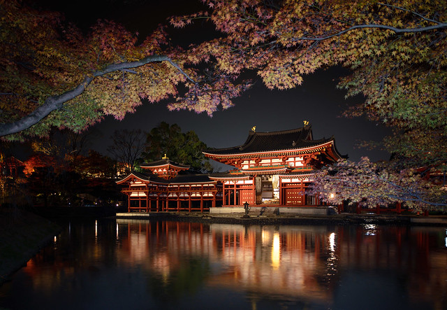 Phoenix hall of Byodoin temple at night