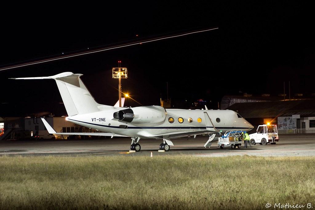 Aéroport Grenoble-Isère LFLS-GNB 16000319728_e950718b23_b