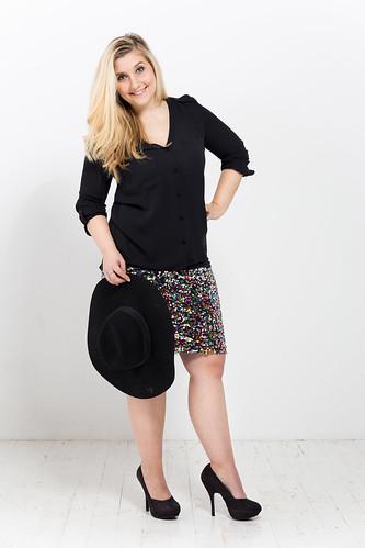 outfit-silvesterlook-idee-pailletten-rock-bluse-pumps-schwarz