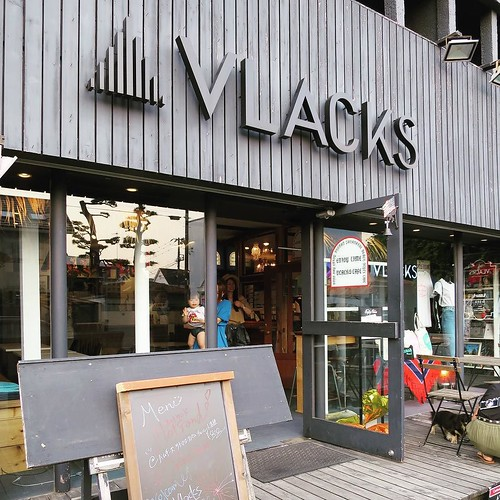 こちらのカフェでも撮影。 #vlacks #75sea