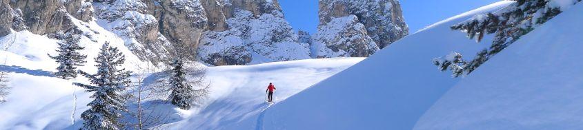 Dolomiten-Skitour an einem klaren Wintermorgen. Foto: Günther Härter.