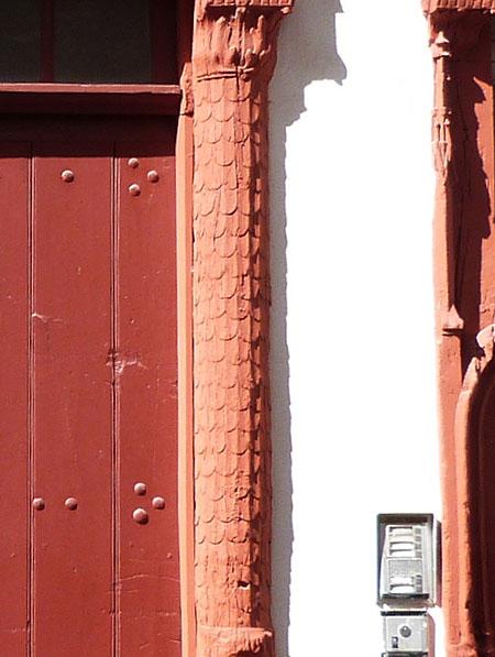 pilastres à écailles