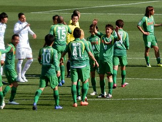 試合終了。守備と攻撃、それぞれで重責を果たした選手たち。