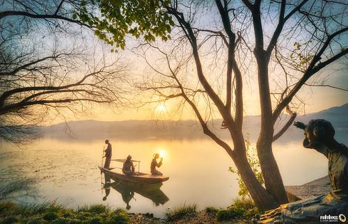 china winter water modern sunrise landscape boat nikon asia traditional tranquility nopeople westlake processing hangzhou stillness treebranches sculptures hdr xihu d800 zhejiang lakescene mistylake shieldingeyes maojiabu photonmix