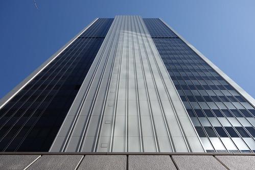 "Shibuya_4 渋谷で撮影した高層ビルディングの写真。 ""渋谷クロスタワー""。 ビルディングの直下から見上げて撮影したもの。"