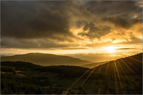 sunset sky italy sun clouds landscape nikon scenery italia raw tramonto nuvole cielo rays sole paesaggio abruzzo raggi laquila cocullo d7100 valicodiolmodibobbi