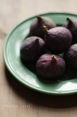 Figs on green plate