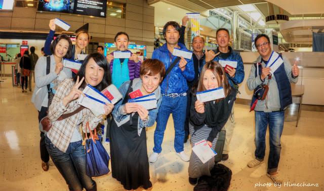 成田空港で集合写真♪