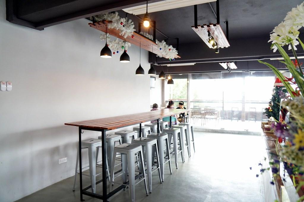 Bedrock Restaurant cafe - taipan - waffles, breakfast, salt chicken