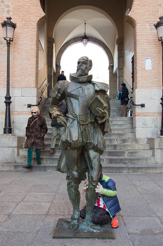 セルバンテスの像