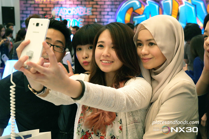galaxy a wide front wefie