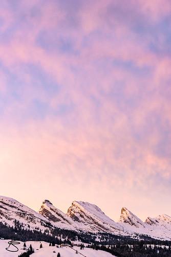 schnee sun mountain snow mountains alps berg clouds sunrise dawn schweiz switzerland cloudy wolken overcast berge aurora alpen sonne sonnenaufgang gebirge mountainrange churfirsten toggenburg bewölkt massiv morgenröte gebirgszug appenzelleralpen cantonstgallen kantonstgallensg zuestoll2235m brisi2279m wildhaussg frümsel2263m selun2205m