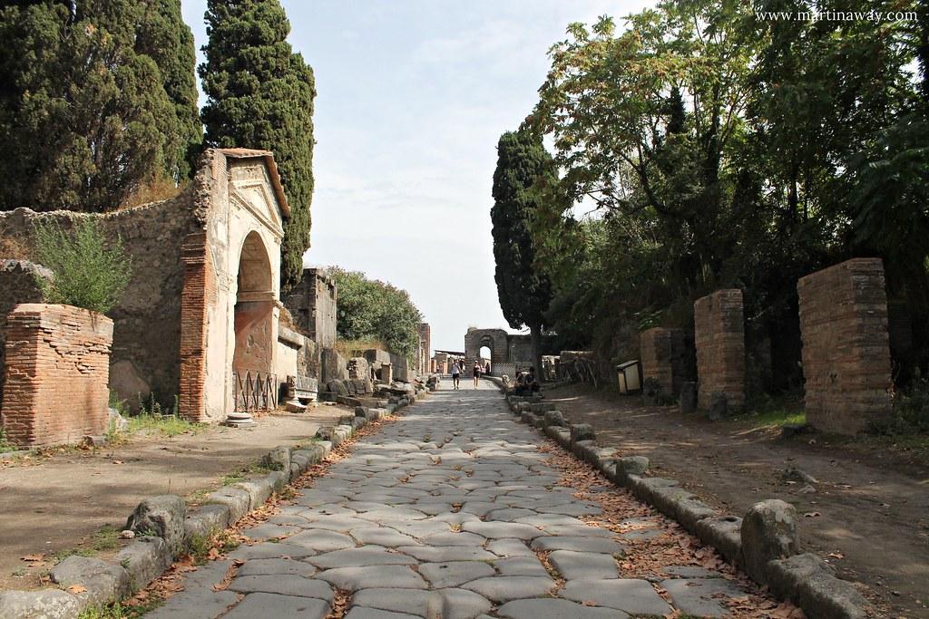 Scavi di Pompei, Via delle Tombe