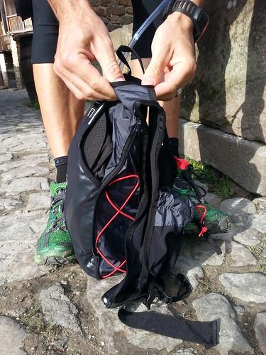 mochila trail running extendida a 14 litros