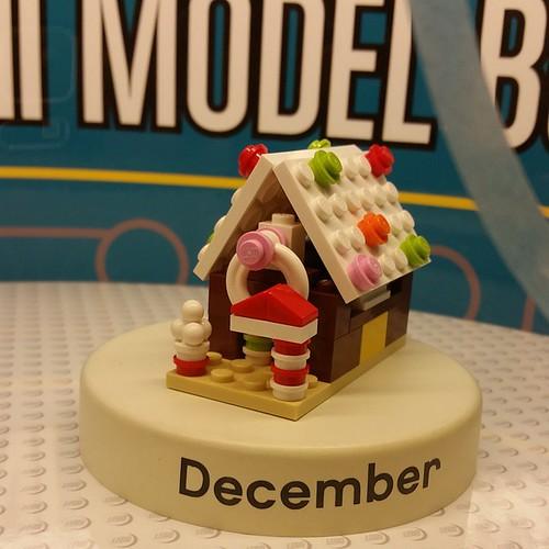 December's #LegoStore  #MonthlyMiniModelBuild! #LEGO #instalego #ilugny #AFOL #microscale
