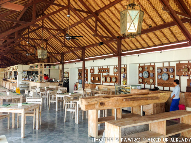 Indonesia - Bali - Nusa Lembongan Island - Lembongan Beach Club & Resort - Mola-mola Kitchen & Bar - Great setting and decoration