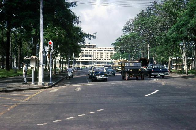 SAIGON 1966 - ĐL Thống Nhứt, Dinh Độc Lập - Photo by Donald MacKinnon