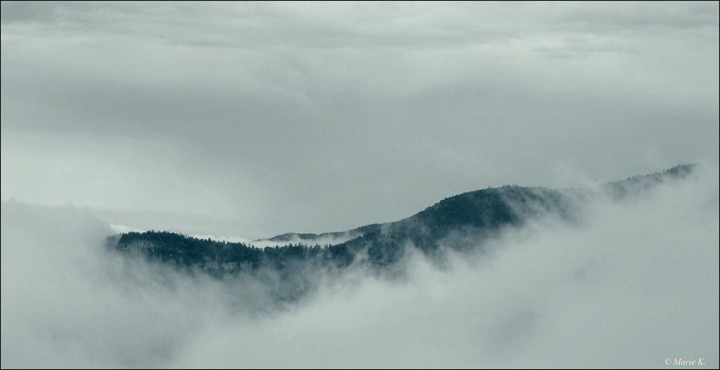 Dans les nuages  15889108807_0d8db1dc09_b