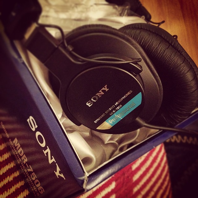 New ear baps. Sony MDR-7506. If my mother knew the filthy noise that will spew into ears from these, she may have chosen a different Chrimbus present for me #mdr7506 #mdr-7506 #sony #earbaps