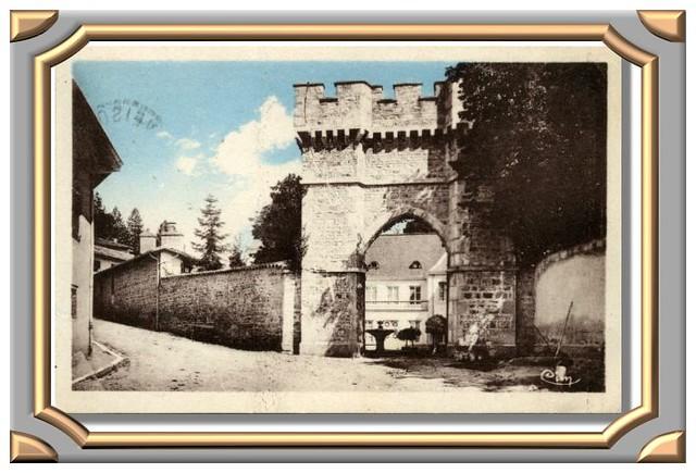 CLAVEISOLLES (Rhône) L'Entrée du Château de Sablon