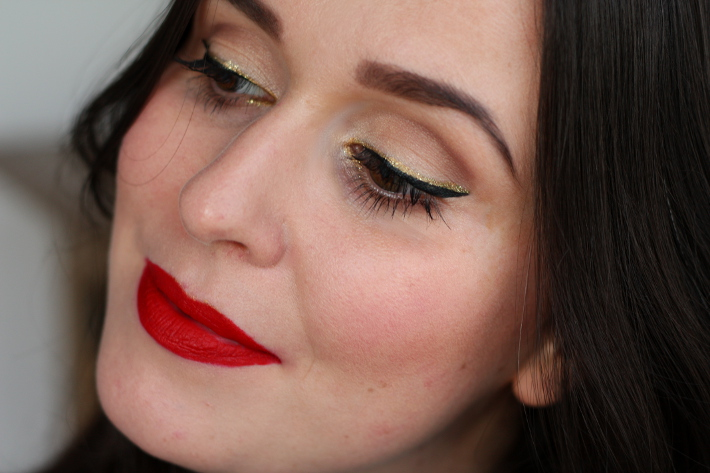 gold eyeliner tutorial matte red lip