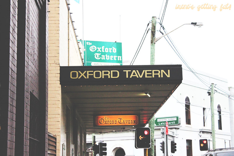 oxford-tavern-signage