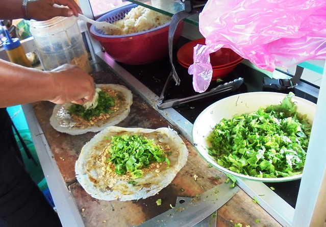 Popiah in the making
