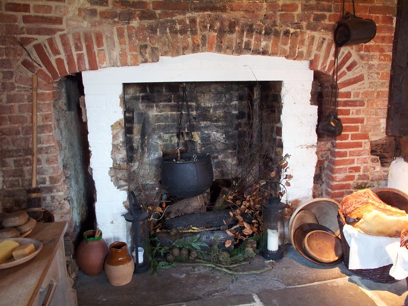 Tudor kitchen hearth, Queen Elizabeth's Hunting Lodge