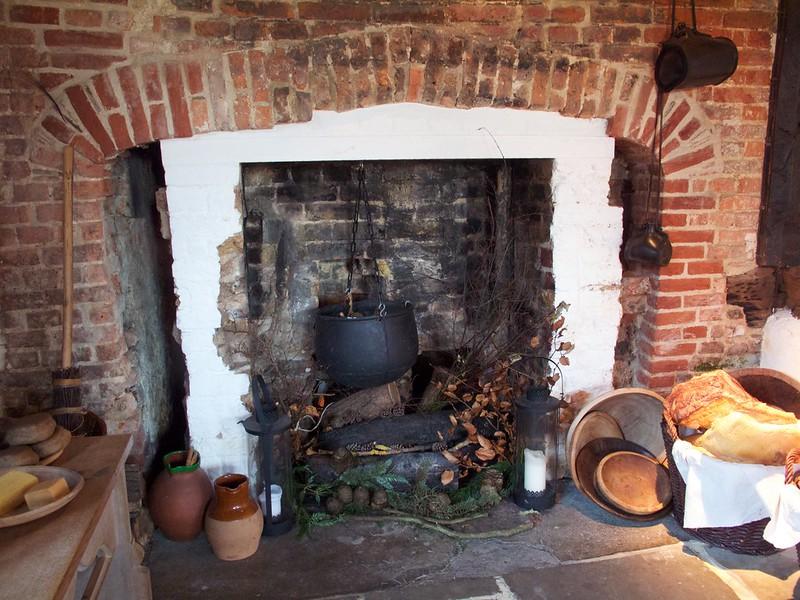 Tudor kitchen hearth, Queen Elizabeth's Hunting Lodge