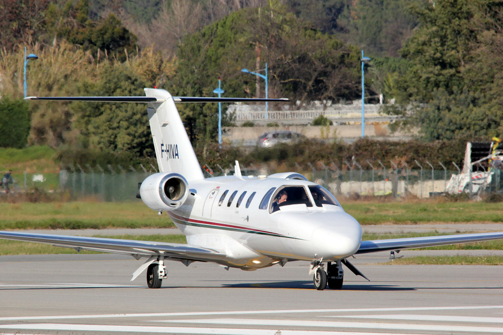 Aeroport Cannes-Mandelieu , LFMD , Janvier 2015 16234145051_0f6995d9a5_b