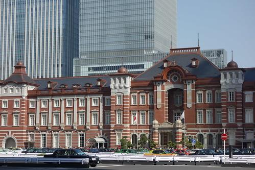 Tokyo Station_1 東京駅舎を撮影した写真。 古風な赤煉瓦造りである。