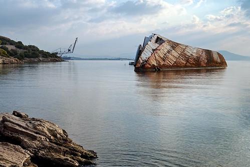 sea landscape crane greece shipwreck orientation 28mmf28 elefsis photospecs θάλασσα τοπίο ναυάγιο γερανόσ ελευσίνα