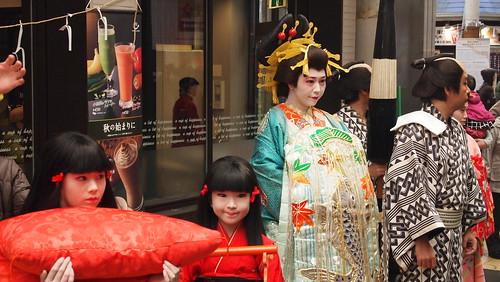 姫路・みゆき通りで「花魁道中」やってました。