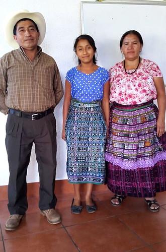 Rosa María Navichoc y padres