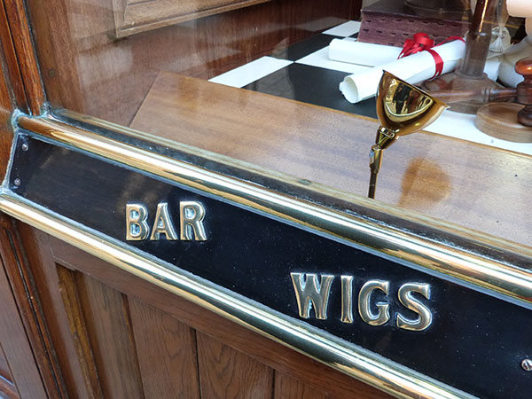 bar and wigs