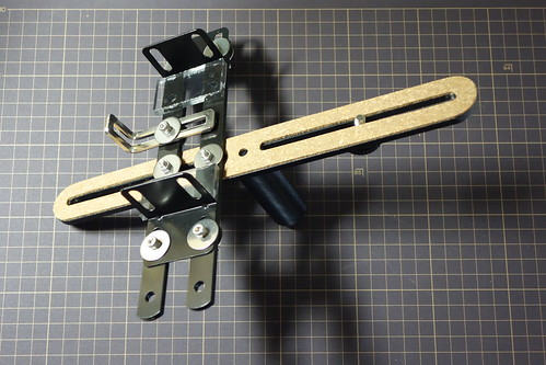 camera-binoculars bracket_1 自作ブラケットの写真。