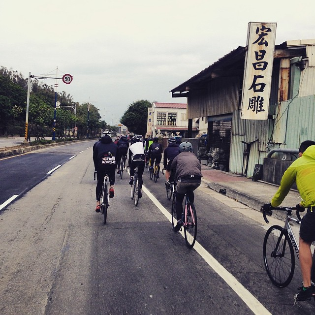 _ . from Taipei,Taiwan�� . 顛覆�� #樂活概念新定義  再下一秒就沒了 因為有人爆衝了 . . #have_a_nice_day #pista #statigram #fixedgear #vsco #track #taipeifixiecrew #art #bikelife #lifestyle #bike #latergram #自転車 #taip</div></div></div><div class=