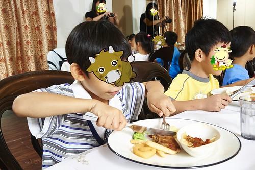 高雄新國際西餐廳 小朋友的西餐禮儀教學活動 (9)