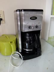 espresso(0.0), mixer(0.0), coffee(0.0), blender(0.0), drink(0.0), kitchen appliance(1.0), coffeemaker(1.0), espresso machine(1.0), small appliance(1.0),