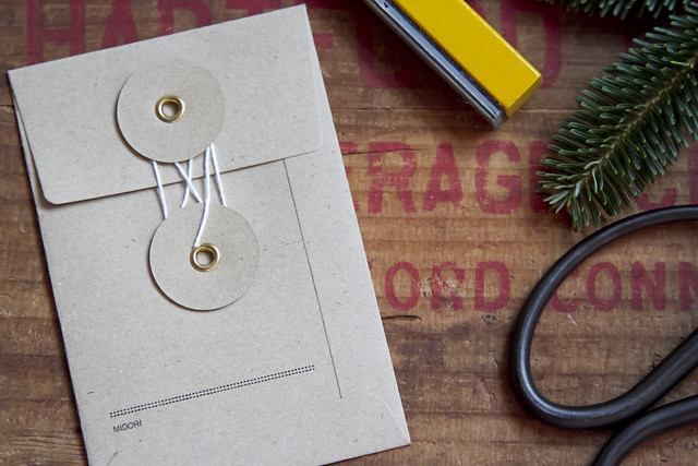 minimalist gift guide: giving experiences | reading my tea leaves