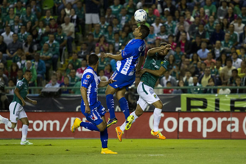 León contra Puebla