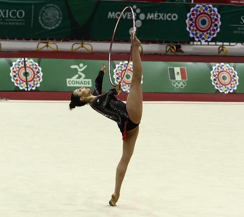 Ejecución de Ruth Castillo en aro, prueba en la que conquistó el título. Foto Conade