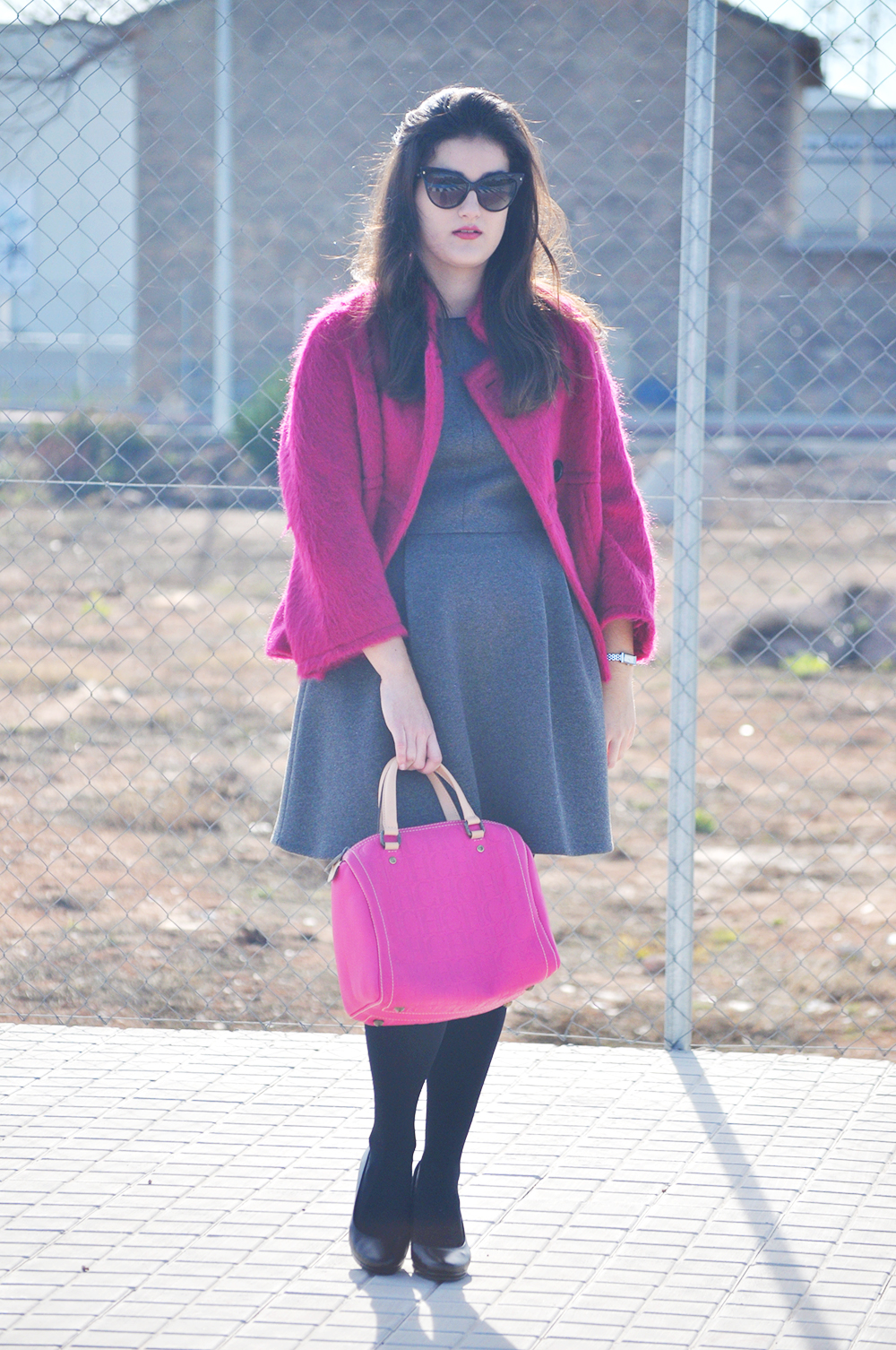 something fashion blogger valencia spain pink maxmara coat vintage carolina herrera andy seven bag small pink, leather CH bag fashion amanda r.