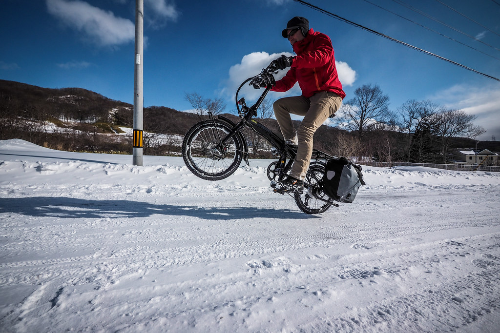 2015 Tern Verge S27h folding touring bicycle on winter snow (Muroran City, Japan)