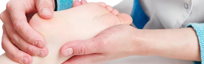Người bệnh tiểu đường nên kiểm tra bàn chân hàng ngày